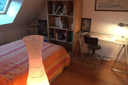 Belle chambre à deux pas du canal - Betton - House