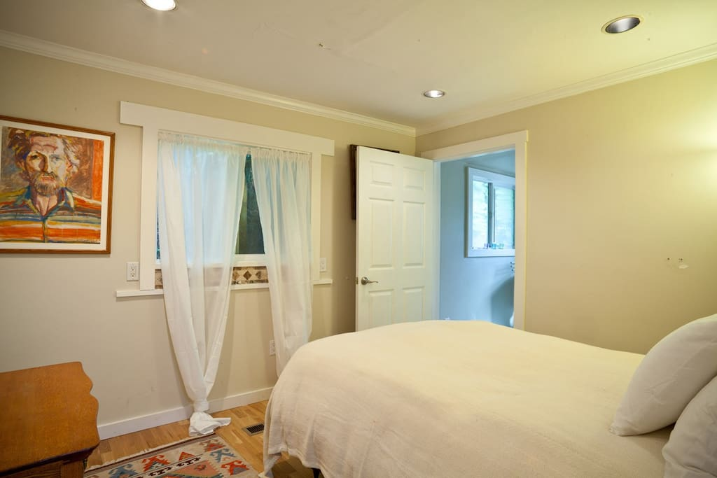 Guest room in the main house,double bed and a full bath for extra privacy.
