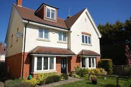 4 bedroom townhouse in Farnham - Farnham