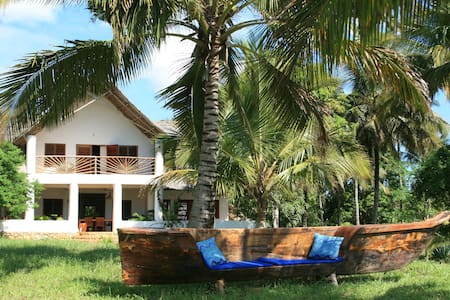 Beach villa facing the Indian Ocean - Vila