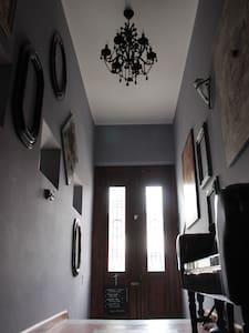 Remus-Art Hostel   room *Moods* - Bed & Breakfast