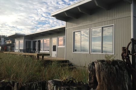 Beach House on Guemes Island--FALL SPECIALS! - Ev