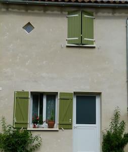 T2 hameau calme en pleine nature - Maison