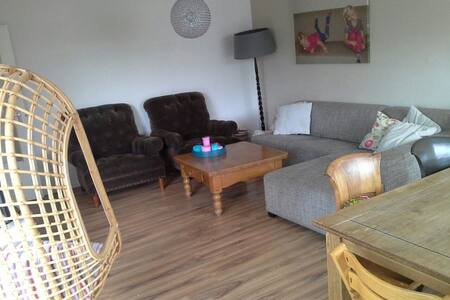 Very cosy apartment in the city centre of Almere. Very close to the train station. In less than 20m in downtown Amsterdam! Nice living, comfortable kitchen and lovely kids rooms. Shops and a parc around the corner. Perfect for families with kids.