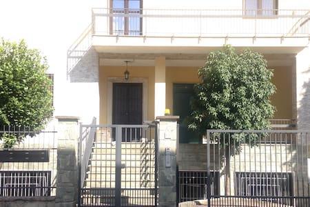 ANTONELLA's HOUSE / just renovated - Bresso - Hus