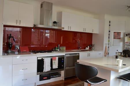 Quiet & safe in North Canberra - Lyneham