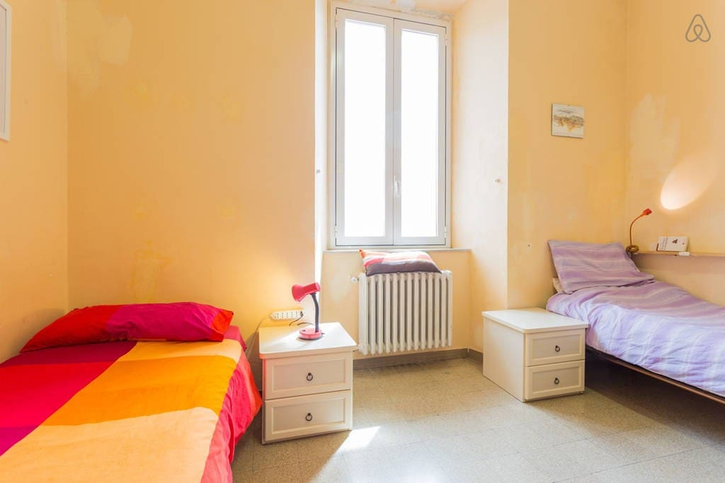 ITA: La stanza per un solo ospite ENG: The room for just one guest