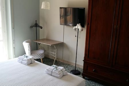 Bbguelio suite with 2 single bed - Palermo - Bed & Breakfast