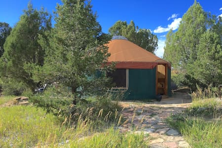 Cozy Yurt Bordering Mesa Verde - Tenda