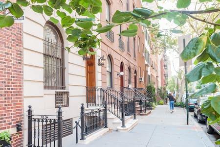 Large Top Floor Apartment - New York - Apartment