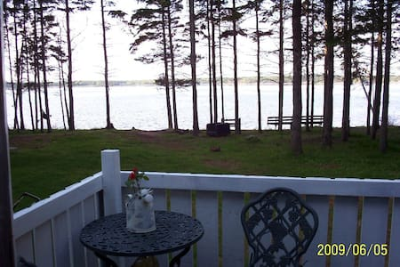Private, very cozy, waterfront - Stuga