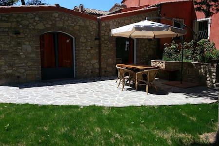 Casa in campagna con giardino - Maison
