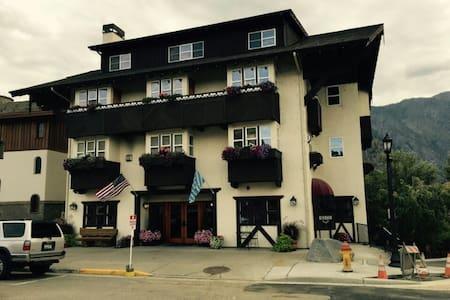 Leavenworth Blackbird Lodge -Studio - アパート