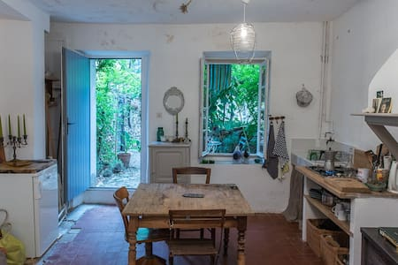 Maisonnette avec jardinet - House