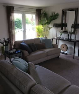 3 bedroom townhouse in Hawarden - Ewloe - Hus