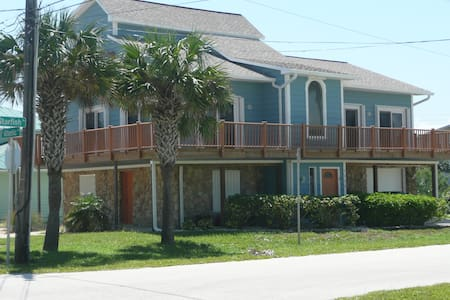 New Smyrna Beach, Steps from Ocean - Casa