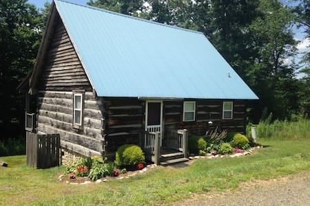 A Blue Ridge Cabin - Meadows of Dan - Mökki