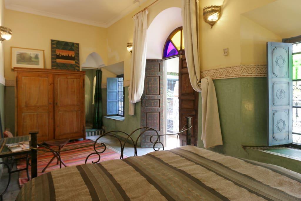 Riad Maizie Sunny Green Family Room