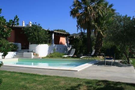Villa Venere near beach with pool - Torre Delle Stelle - Hus