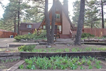 Classic 3-story Chalet in the Pines - Flagstaff - Dům