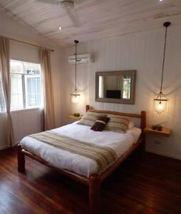 B&B Casa Feliz, Playa Tamarindo