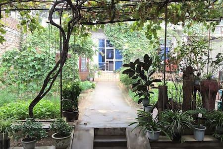 华山脚下安静祥和的民宿别墅,含花园和有机蔬菜园,距离景区超近 - 渭南市华阴市