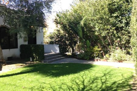 2bed West Hollywood Bungalow w/Yard