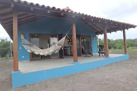 Playa Tesoro 29: Blue Beach House @ Turtle Island - Puerto Sandino - Ház