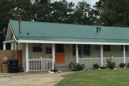 Quaint Newly Decorated Cottage - Ocean Springs - Other