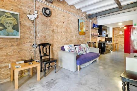 Affitti per le vacanze e ville in el born barcellona airbnb for Affitti barcellona spagna