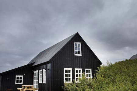 Traditional black timber house - Borgarnes - House