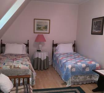 Twin - King Room - Gagetown