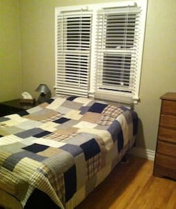 Charming, Clean and Quiet!! - Truro - Huis