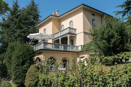 Tamarindo - camere in villa - Longone Al Segrino