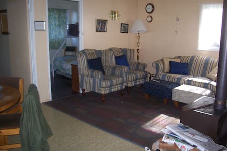 Room type: Entire home/apt Property type: House Accommodates: 8 Bedrooms: 3 Bathrooms: 1