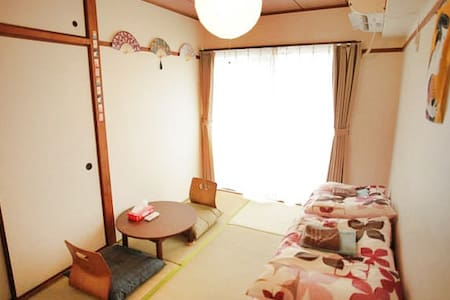 Nice 1 bed room apartment with nice size kitchen and tatami bedroom apartment in the middle of drinking and bar area of Hiroshima.  Guests can choose from thousands of restaurants and bars in the area after long day of exploring Hiroshima Miyajima.