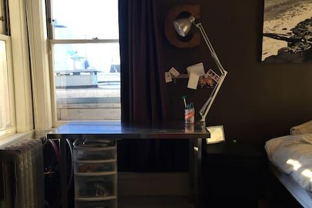 Master bedroom in nice SF apt - San Francisco - Apartment