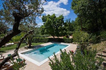 Siliana - appartamento con piscina - Acqualagna