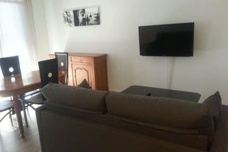 Beau 2 pièces dans résidence calme - Lägenhet