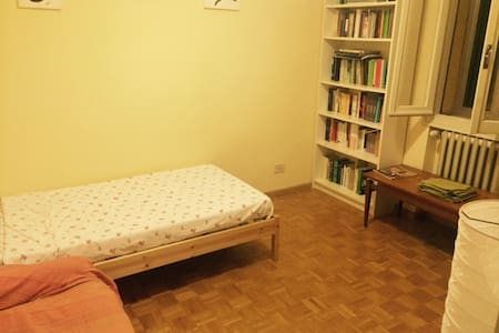 Cozy room in apartment in Modena