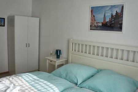 kleines Zimmer nahe Lüneburg - Reppenstedt - Hus