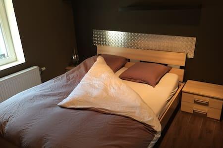 CH2 Chambre & petit-déjeuner inclus - Nivelles - House