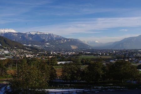 Private room with wonderful view - Voiron - Haus