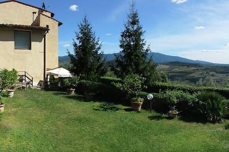 Villa del '700 fra vigne e oliveti - Pontassieve
