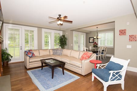 (#102) 3BR Luxury Condo at Lake Gaston! - Littleton - Condominium