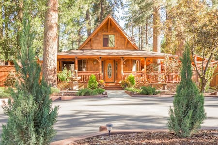 Room type: Entire home/apt Property type: Cabin Accommodates: 7 Bedrooms: 3 Bathrooms: 2.5