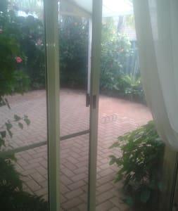 Quiet , Comfortable, Clean,Carport - Villa