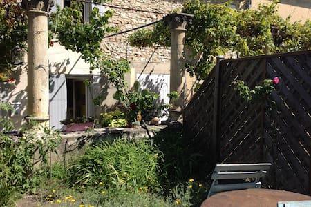 studio indépendant dans la verdure - Saint-Victor-la-Coste