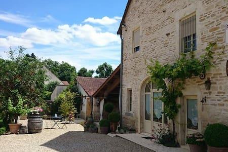 """""""Chez les Prunes"""" Maison de charme - Auxey-Duresses - House"""