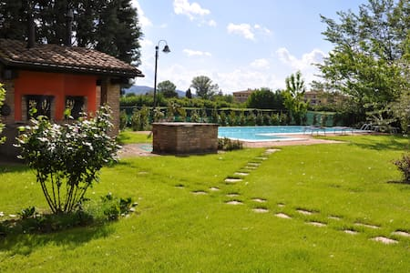 Country House Assisi with Pool